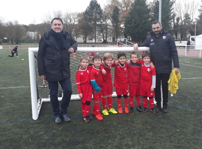 Stéphane MARTINEZ à gauche sur la photo avec notre équipe de jeunes et le souriant Coach !