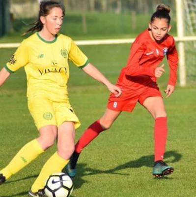 Anaïs (en rouge) sous le maillot de la sélection de la Ligue des Pays de la Loire