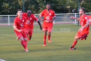 Cyril De Sousa (à gauche) a permis au Sporting d'arracher le match nul. (Photo. SC Beaucouzé)