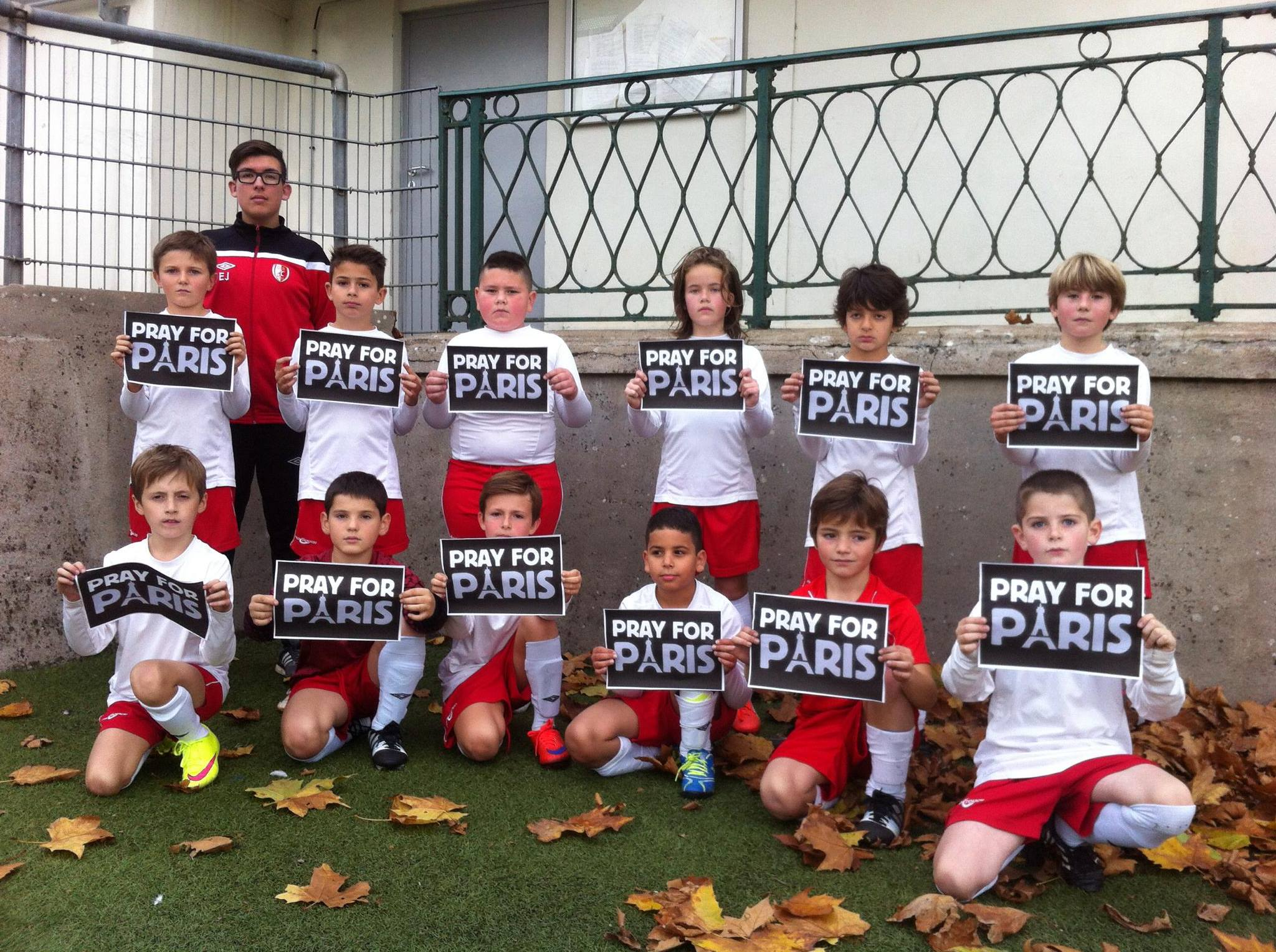 Jeunes. #PrayForParis